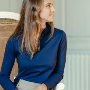 A Tiss B - polo - bleu marine - femme - fauteuil - pantalon beige